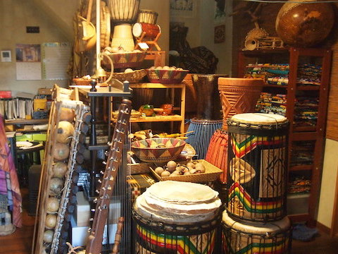 新潟とは思えない異国ワールド!西アフリカ民族楽器専門店「JUNJUN」