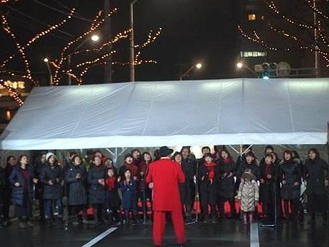 今年もけやき通りのイルミネーション点灯式で、ライブやダンスを披露!